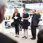 Moderatorin Manuela Stamm mit der Laudatorin Carmen Schwabl (Geschäfstführerein derLNVG) und Prof. Dr. Uwe Höft (Herausgeber Privatbahn Magazin). Foto: Deutsche Messe AG