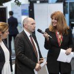 Komponenten und Ausrüstung_Romina Galvis (Voith), Gerd Aurich (Voith) und Moderatorin Manuela Stamm. Foto: Deutsche Messe AG