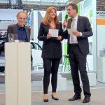 Prof. Dr. Uwe Höft (Herausgeber Privatbahn Magazin) und Moderatorin Manuela Stamm mit dem Geschäftsführer der Nahverkehrsservice Sachsen-Anhalt GmbH, Rüdiger Malter. Foto: Bahn-Media Verlag GmbH & Co. KG