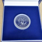 Stephenson Medaille für Günther Alsdorf zur Ehrung seines Lebenswerks und seiner Verdienste um die Bahnbranche. Foto: Bahn-Media Verlag GmbH & Co. KG